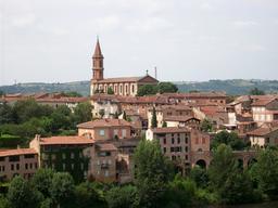 Église Sainte-Madeleine d'Albi et son quartier. Source : http://data.abuledu.org/URI/596d6af6-eglise-sainte-madeleine-d-albi-et-son-quartier
