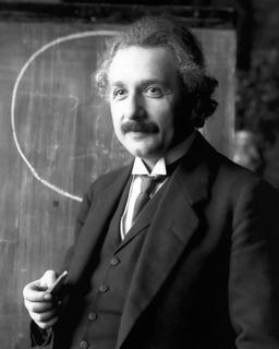 Einstein en 1921. Source : http://data.abuledu.org/URI/50b2326d-einstein-en-1921