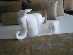 Éléphant et éléphanteau en serviettes de bain. Source : http://data.abuledu.org/URI/534258a3-elephant-et-elephanteau-en-serviettes-de-bain