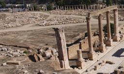 Emplacement de l'Agora et de la Basilique Civile à Jerash. Source : http://data.abuledu.org/URI/54b5401f-emplacement-de-l-agora-et-de-la-basilique-civile-a-jerash