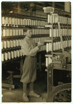 Enfant américain de quatorze ans au travail. Source : http://data.abuledu.org/URI/5262c093-enfant-americain-de-quatorze-ans-au-travail