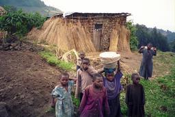 Enfants au Rwanda. Source : http://data.abuledu.org/URI/595bee44-enfants-au-rwanda
