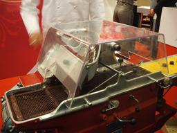 Enrobeuse à chocolat. Source : http://data.abuledu.org/URI/5149ca41-enrobeuse-a-chocolat