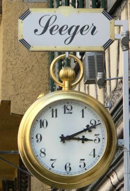 Enseigne de montre gousset. Source : http://data.abuledu.org/URI/529a6532-enseigne-de-montre-gousset