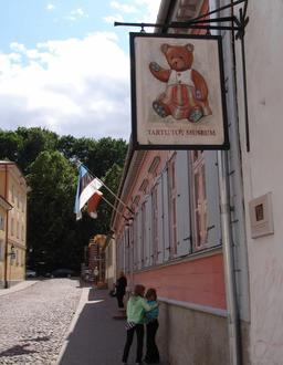 Enseigne du musée du jouet en Estonie. Source : http://data.abuledu.org/URI/5427cd81-enseigne-du-musee-du-jouet-en-estonie
