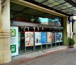 Entrée de salle de cinéma à Montevideo. Source : http://data.abuledu.org/URI/5501bd10-entree-de-salle-de-cinema-a-montevideo