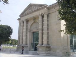 Entrée du Musée de l'Orangerie aux Tuileries. Source : http://data.abuledu.org/URI/52b59dfc-entree-du-musee-de-l-orangerie-aux-tuileries