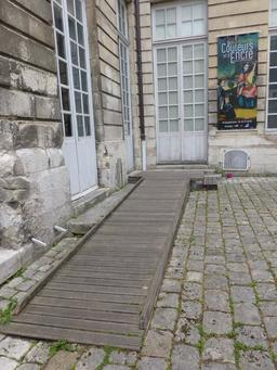 Entrée du Musée des Beaux-Arts de La Rochelle. Source : http://data.abuledu.org/URI/5821f83c-entree-du-musee-des-beaux-arts-de-la-rochelle