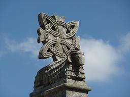 Entrelac sculpté en Galicie. Source : http://data.abuledu.org/URI/53577f98-entrelac-sculpte-en-galicie
