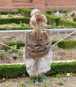 Epouvantail du jardin potager de Bercy. Source : http://data.abuledu.org/URI/520a782d-epouvantail-du-jardin-potager-de-bercy