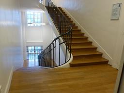 Escalier de la Manufacture de Sèvres. Source : http://data.abuledu.org/URI/585d59ce-escalier-de-la-manufacture-de-sevres