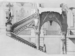 Escalier du Palais Garnier. Source : http://data.abuledu.org/URI/59640360-escalier-du-palais-garnier