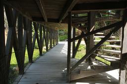 Escalier du pont à double étage du Clos Lucé. Source : http://data.abuledu.org/URI/55cbd10f-escalier-du-pont-a-double-etage-du-clos-luce