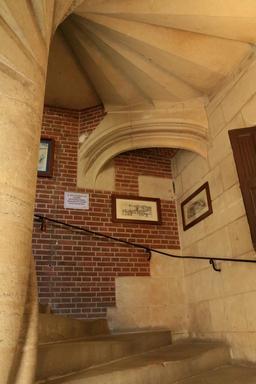 Escalier intérieur de l'Hôtel Morin à Amboise. Source : http://data.abuledu.org/URI/55cc4f19-escalier-interieur-de-l-hotel-morin-a-amboise