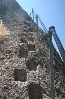 Escalier japonais taillé dans le roc. Source : http://data.abuledu.org/URI/54b57faf-escalier-japonais-taille-dans-le-roc