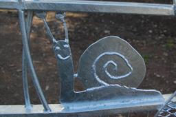 Escargot sur un portail. Source : http://data.abuledu.org/URI/5234f864-escargot-sur-un-portail