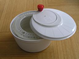 Essoreuse à salade. Source : http://data.abuledu.org/URI/51483a65-essoreuse-a-salade