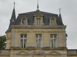 Étage mansardé du Château Malleret à Cadaujac. Source : http://data.abuledu.org/URI/594ea244-etage-mansarde-du-chateau-malleret-a-cadaujac