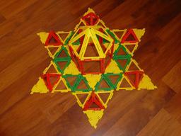 Étoile en Polydron. Source : http://data.abuledu.org/URI/51803c8c-etoile-en-polydron