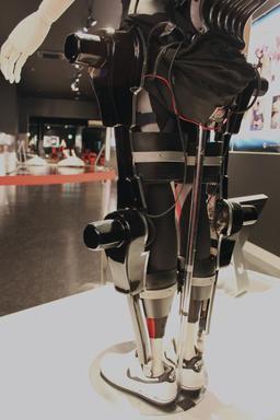Exosquelette pour paraplégique. Source : http://data.abuledu.org/URI/53527367-exosquelette-pour-paraplegique