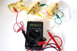 Expérimentation du courant électrique. Source : http://data.abuledu.org/URI/53a971f9-experimentation-du-courant-electrique