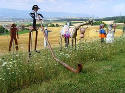 Exposition d'épouvantails. Source : http://data.abuledu.org/URI/5300ab87-exposition-d-epouvantails