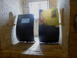Exposition dans la tour de la Chaîne à La Rochelle. Source : http://data.abuledu.org/URI/58217b03-exposition-dans-la-tour-de-la-chaine-a-la-rochelle