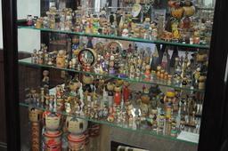 Exposition de poupées kokeshi. Source : http://data.abuledu.org/URI/52016fe2-exposition-de-poupees-kokeshi