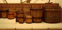 Exposition de tonneaux en Pologne. Source : http://data.abuledu.org/URI/51dbdd0d-exposition-de-tonneaux-en-pologne