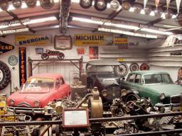 Exposition de vieilles voitures. Source : http://data.abuledu.org/URI/5384b5f7-exposition-de-vieilles-voitures
