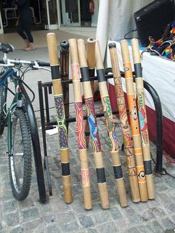 Expostion de didgeridoo. Source : http://data.abuledu.org/URI/53009e80-expostion-de-didgeridoo
