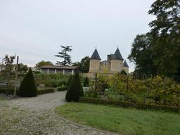 Eysines, Château Lescombes vu depuis le parc. Source : http://data.abuledu.org/URI/563076bf-eysines-chateau-lescombes-vu-depuis-le-parc