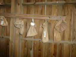 Eysines, Écomusée du maraîchage - sacs de graines. Source : http://data.abuledu.org/URI/56307b7d-eysines-ecomusee-du-maraichage-sacs-de-graines