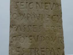 Eysines, Inscription sur la croix du cimetière. Source : http://data.abuledu.org/URI/56307438-eysines-inscription-sur-la-croix-du-cimetiere