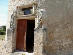Eysines, Porte d'entrée du pigeonnier. Source : http://data.abuledu.org/URI/5630750f-eysines-porte-d-entree-du-pigeonnier