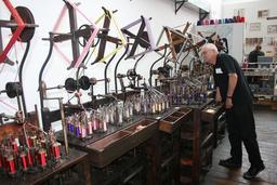 Fabrication industrielle de lacets. Source : http://data.abuledu.org/URI/50394718-fabrication-industrielle-de-lacets