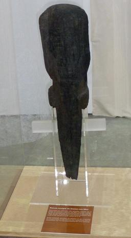 Fac simile du poteau protohistorique de Soulac. Source : http://data.abuledu.org/URI/5827f112-fac-simile-du-poteau-protohistorique-de-soulac