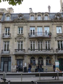 Façade bordelaise en centre-ville. Source : http://data.abuledu.org/URI/580a5ec5-facade-bordelaise-en-centre-ville