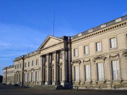 Façade côté jardin du château de Compiègne. Source : http://data.abuledu.org/URI/53ac3f1c-facade-cote-jardin-du-chateau-de-compiegne