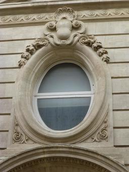 Façade d'hôtel particulier à Bordeaux. Source : http://data.abuledu.org/URI/5826396d-facade-d-hotel-particulier-a-bordeaux