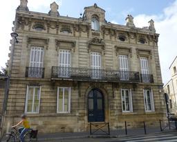 Façade d'hôtel particulier à Bordeaux. Source : http://data.abuledu.org/URI/5826e42c-facade-d-hotel-particulier-a-bordeaux