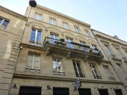 Façade d'hôtel particulier à Bordeaux. Source : http://data.abuledu.org/URI/5826f8ae-facade-d-hotel-particulier-a-bordeaux