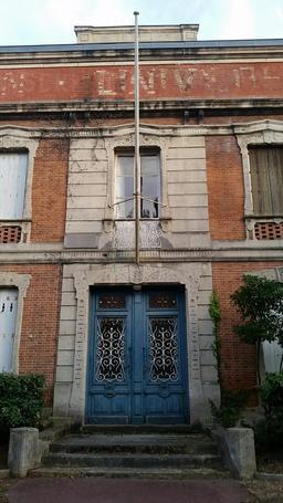 Façade de la Maison Universelle à Arcachon. Source : http://data.abuledu.org/URI/55a387b9-facade-de-la-maison-universelle-a-arcachon