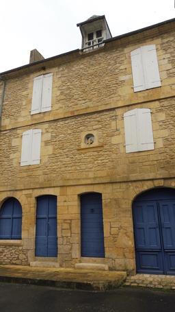 Façade de maison à Montignac-24. Source : http://data.abuledu.org/URI/5994ec08-facade-de-maison-a-montignac-24