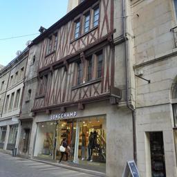 Façade de maison ancienne à Dijon. Source : http://data.abuledu.org/URI/59d468eb-facade-de-maison-ancienne-a-dijon