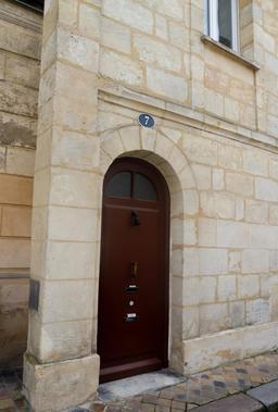 Façade en pierre à Bordeaux-Belcier. Source : http://data.abuledu.org/URI/5920c361-facade-en-pierre-a-bordeaux-belcier
