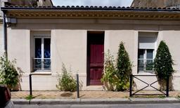 Façade fleurie d'échoppe à Bordeaux-Belcier. Source : http://data.abuledu.org/URI/5920c3ea-facade-fleuri-d-echoppe-a-bordeaux-belcier