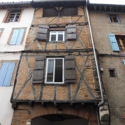 Façade médiévale, rue Rinaldi à Albi. Source : http://data.abuledu.org/URI/59c185b6-facade-medievale-rue-rinaldi-a-albi
