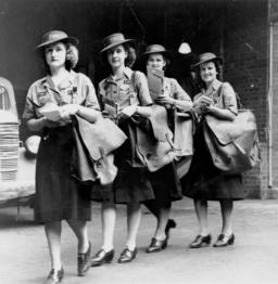 factrices à Brisbane en 1943. Source : http://data.abuledu.org/URI/50218582-factrices-a-brisbane-en-1943