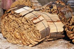 Fagots d'écorces. Source : http://data.abuledu.org/URI/51dbbf84-fagots-d-ecorces